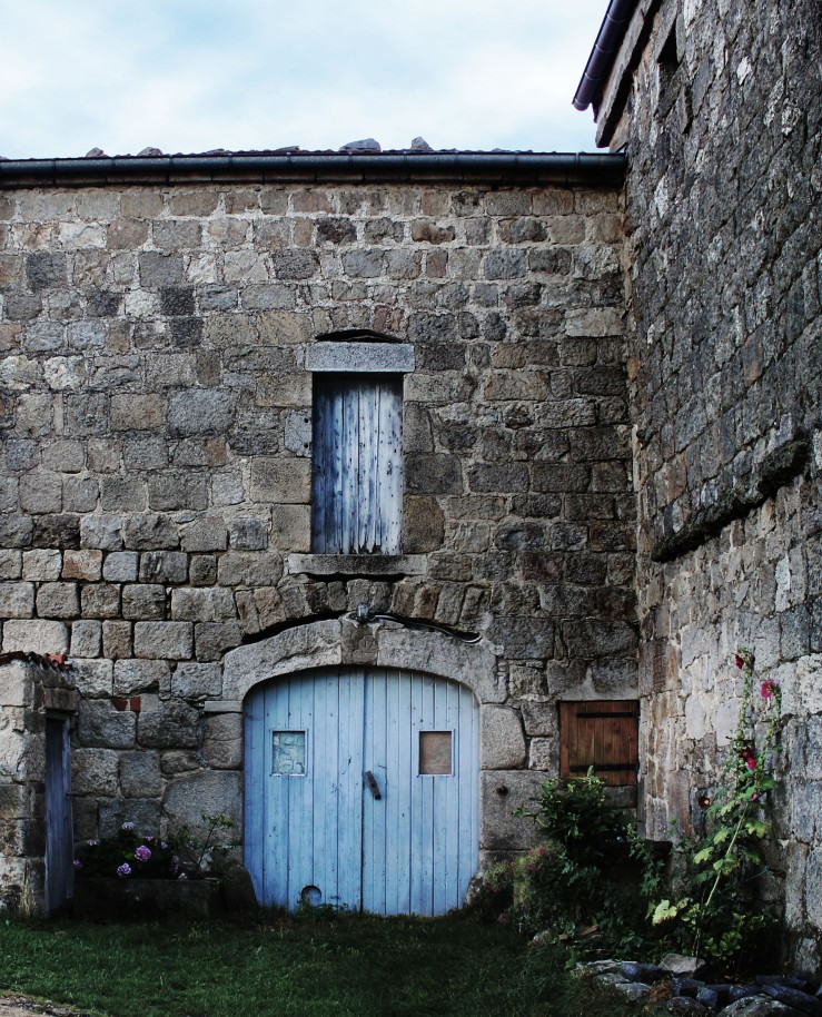 Old stone farmhouse, Verne, Auvergne, France | Infinite belly