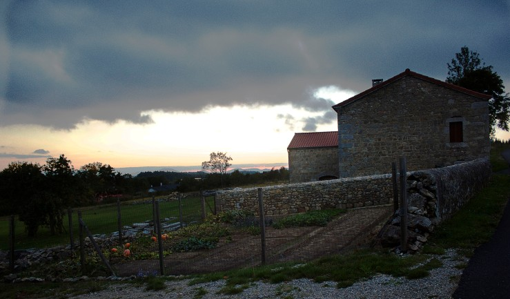 Vegetable patch & stone house in Auvergne, France |Infinite belly