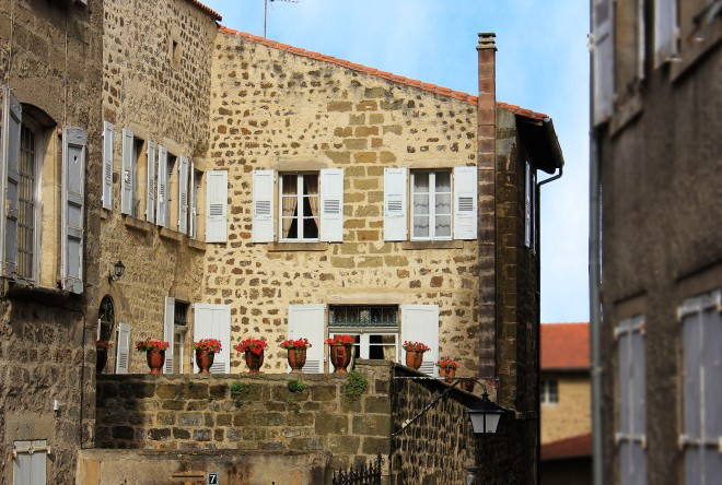 Old stone houses in Le Puy-en-Velay, Auvergne, France | Infinite belly