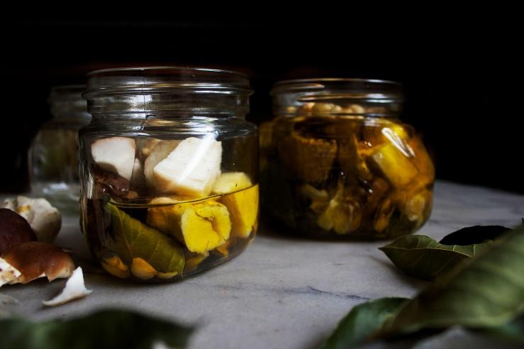 Porcini mushrooms preserved in olive oil jars | Infinite belly