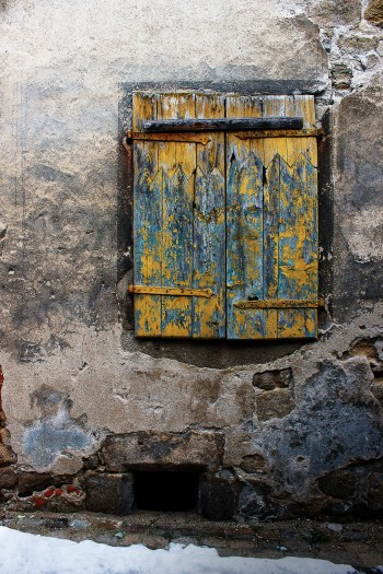 Old blinds in Craponne | Infinite belly